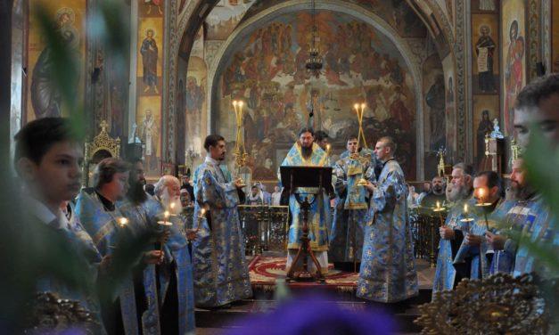 Епископ Антоний совершил всенощное бдение с чином погребения Плащаницы Богородицы