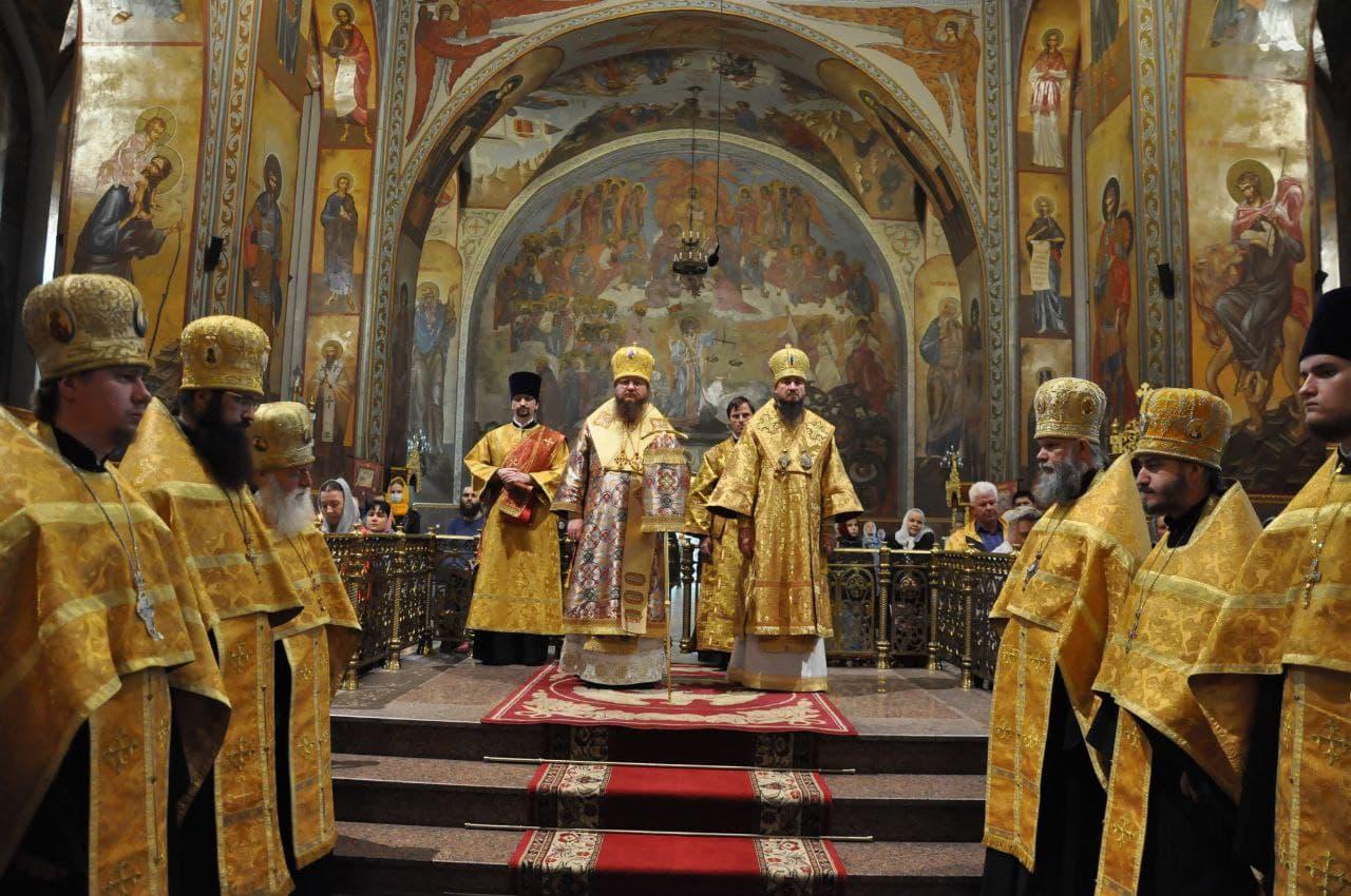 Митрополит Черкасский и Каневский Феодосий возглавил всенощное бдение накануне Недели 13-й по Пятидесятнице