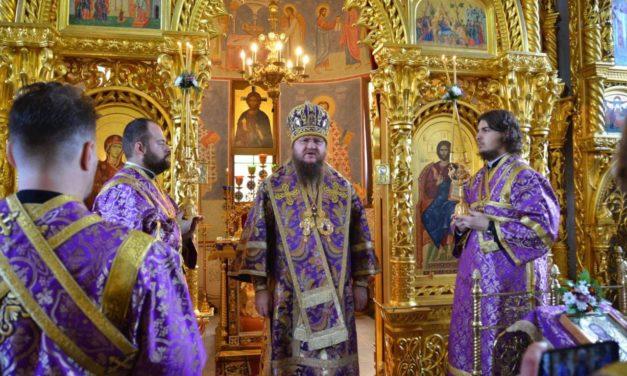 Митрополит Черкасский и Каневский Феодосий совершил Литургию в день праздника Воздвижения Креста Господня (+ВИДЕО)