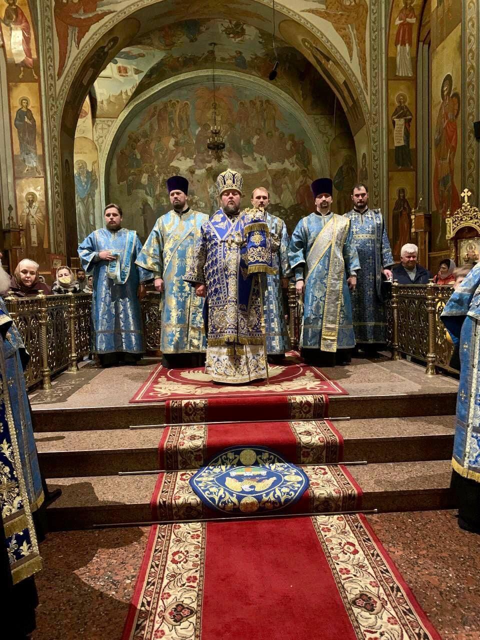 Всенічне бдіння напередодні свята Покрова Пресвятої Богородиці в Архангело-Михайлівському кафедральному соборі м.Черкаси