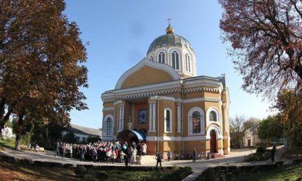 Архиепископ Золотоношский Иоанн совершил Литургию в Покровском соборе в г.Смела